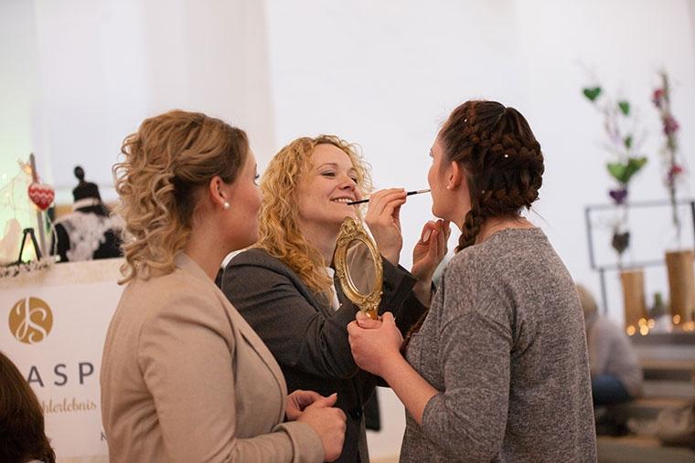 Probe-Make-Up für die Hochzeit