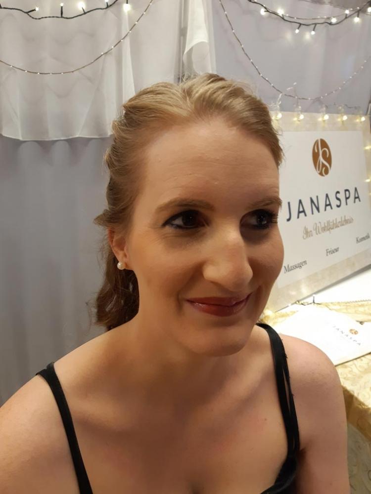 Make-up und Frisur von Jana Strauß aus Straubing