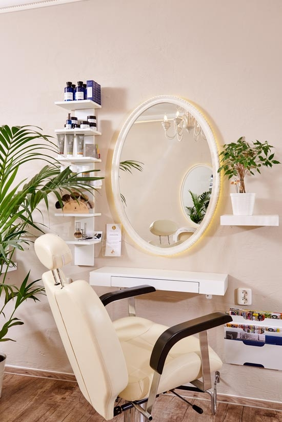 Friseur-Stuhl mit Spiegel